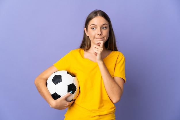 Sportmädchen über isoliertem hintergrund