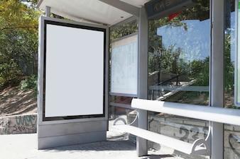 Spott Billboard Light Box am Wartehäuschen