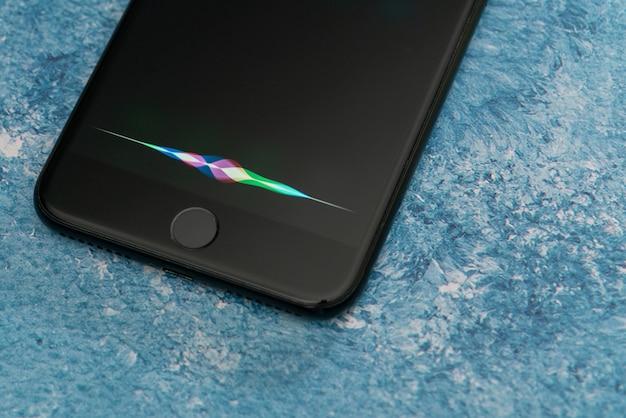 Sprachassistent für iphone, apple, intelligenter sprachassistent, genannt siri. künstliche intelligenz.