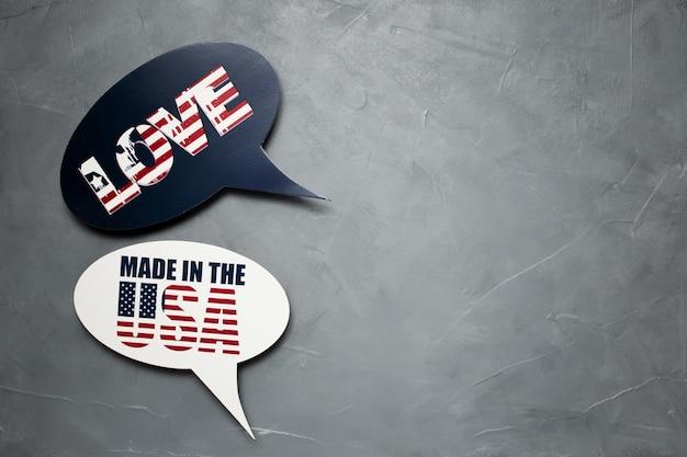 Sprechblase für amerikanischen unabhängigkeitstag auf grauem strukturiertem hintergrund