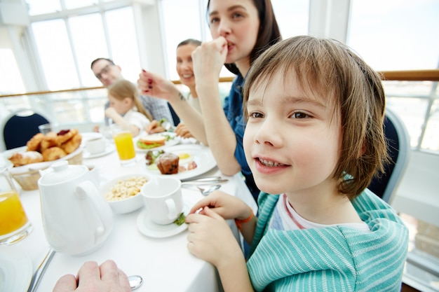 Sprechen beim frühstück