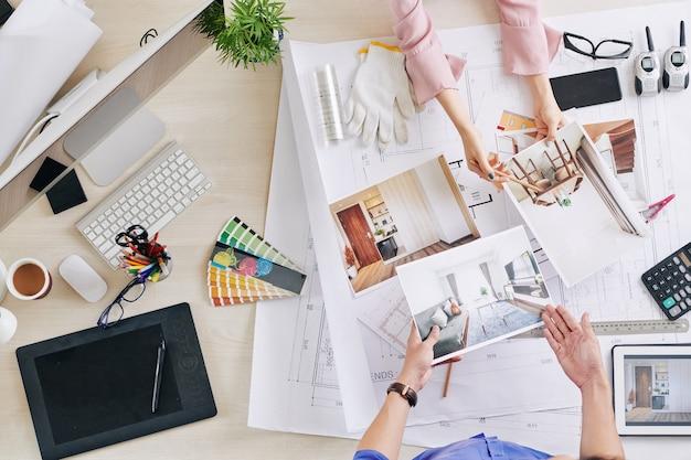 Sprechender designer und kunde
