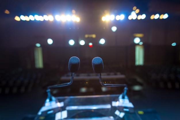 Sprecher auf der bühne