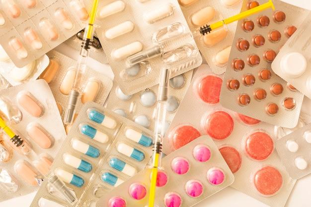 Spritze über den pillenblisterpackungen