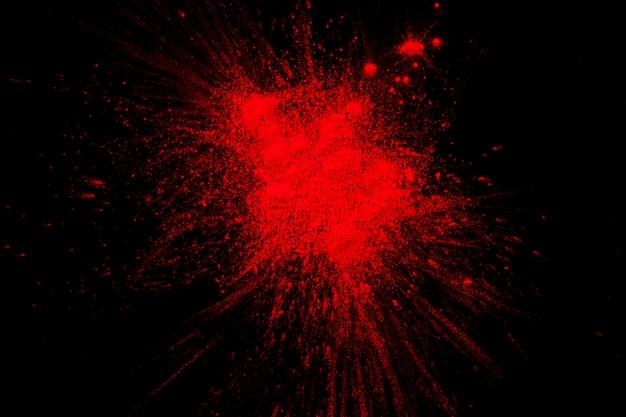 Spritzen der roten farbe auf schwarzer oberfläche