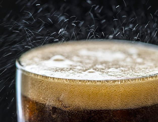Sprudelnder cola-getränkmakroschuß