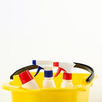 Sprühflaschen im reinigungseimerabschluß oben