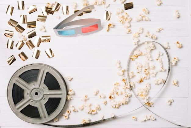 Spule mit popcorn und stereobrille