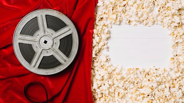 Spule und popcorn mit rahmen