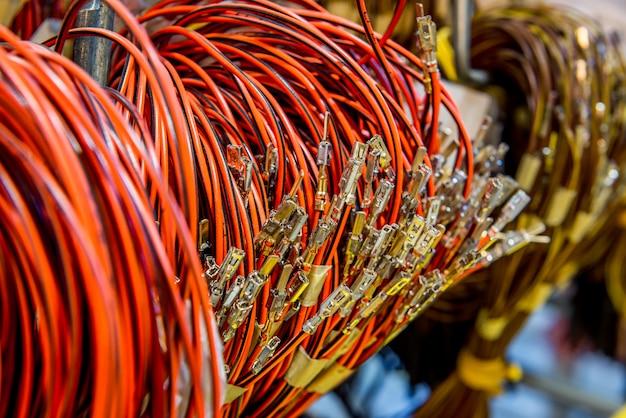 Spulen aus elektrischen kabeln zum einbau in autos
