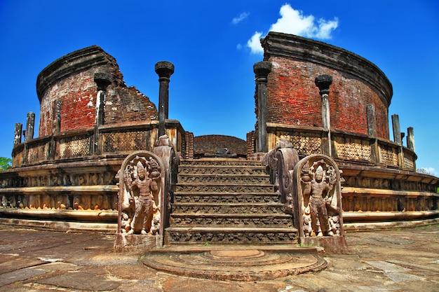 Sri lanka reisen und sehenswürdigkeiten - antike stadt polonnaruwa