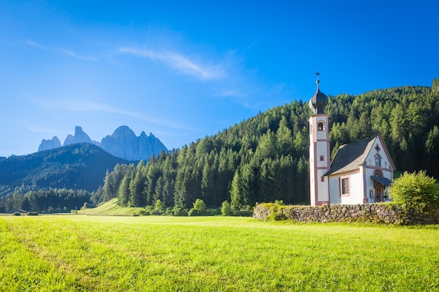 St. johann kirche, st. magdalena, val di funes, dolomiten, italien