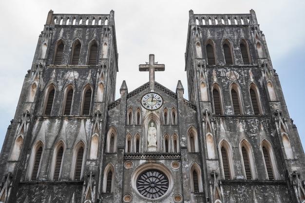 St joseph's cathedral ist eine alte kirche, die in der alten quartalstadt liegt