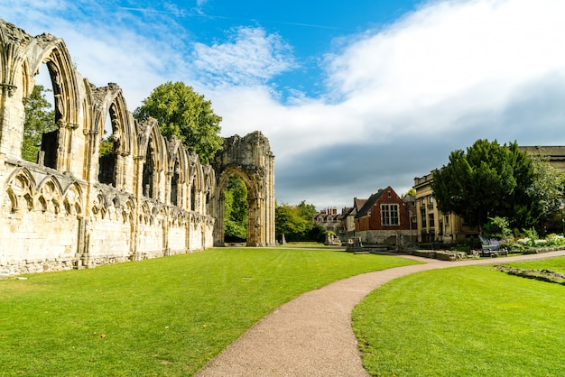 St. mary's abbey, museumsgarten in york city, england