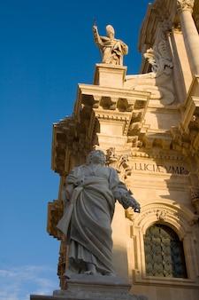 St. peter statue, kathedrale von syrakus