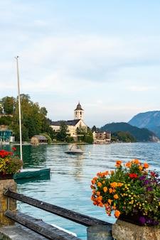 St. wolfgang waterfront mit wolfgangsee, österreich