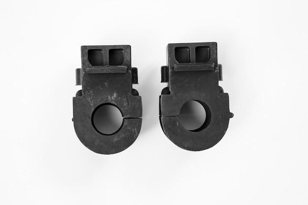 Stabilisatorhülse vor weißem hintergrund. gummiprodukte, bedeckt mit speziellem schutzspray.