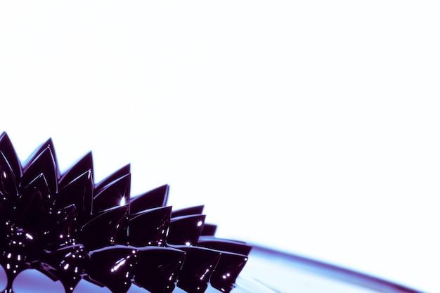 Stacheliges ferromagnetisches flüssiges metall mit kopienraum