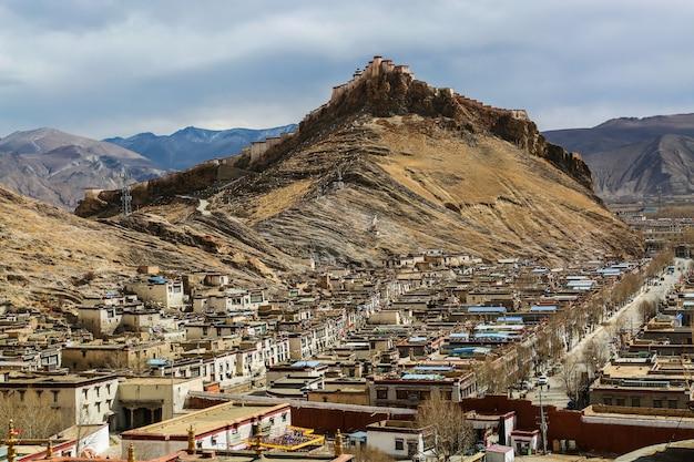 Stadt auf den bergen