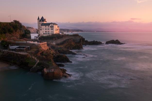 Stadt biarritz mit seiner wunderschönen küste und dem alten seehafen im nördlichen baskenland.