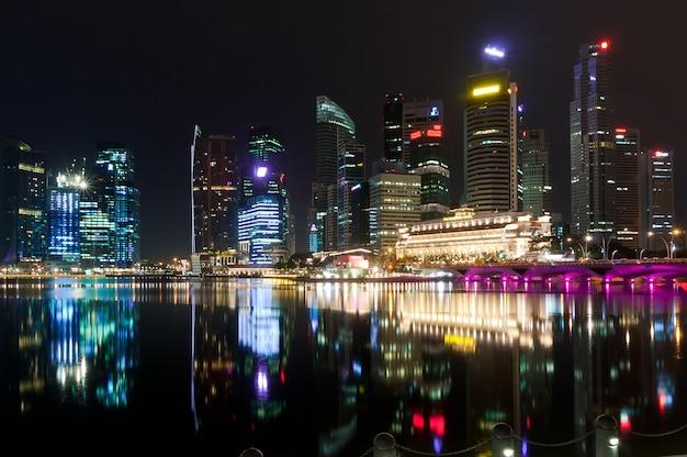 Stadt singapur in der nacht