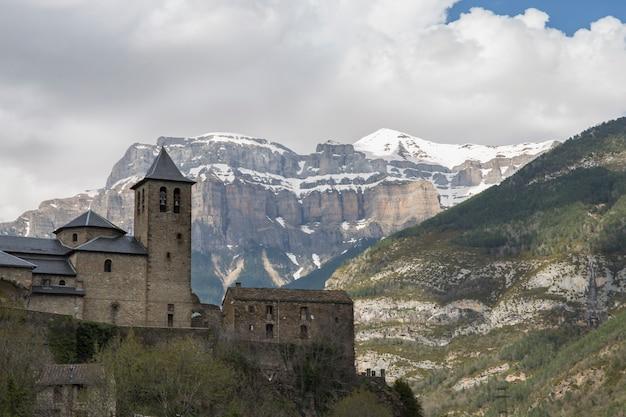 Stadt torla, ordesa und monte perdido nationalpark.