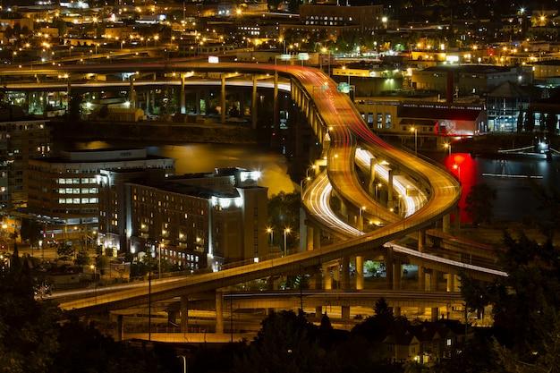Stadt von portland light trails auf marquam freeway