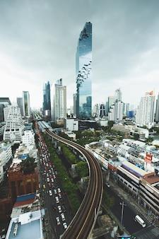 Stadtbild in bangkok thailand. mahanakhon downtown geschäftsviertel