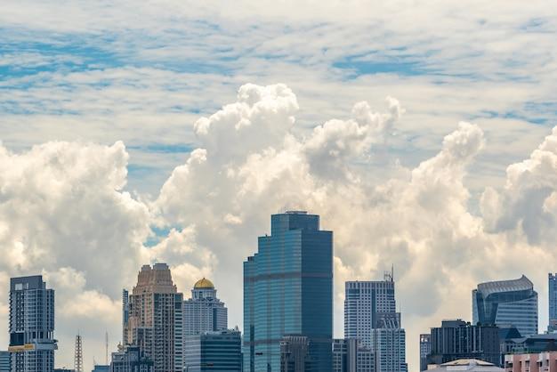 Stadtbild mit gebäude in der stadt bangkok