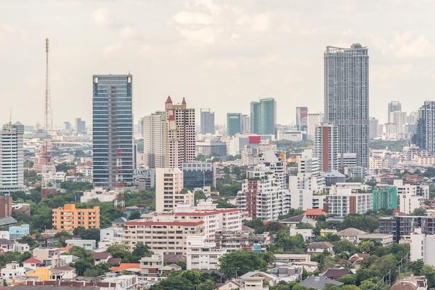 Stadtbild mit gebäude in der stadt von bangkok