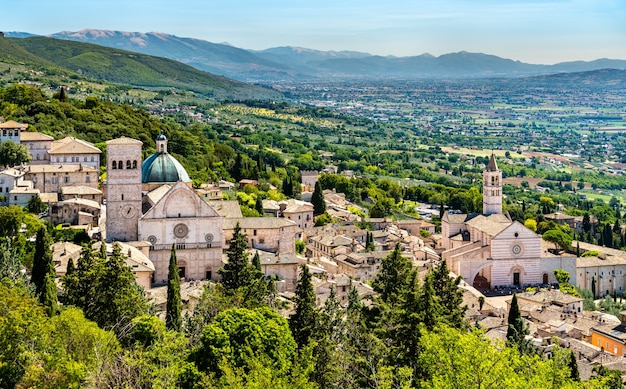 Stadtbild von assisi in italien