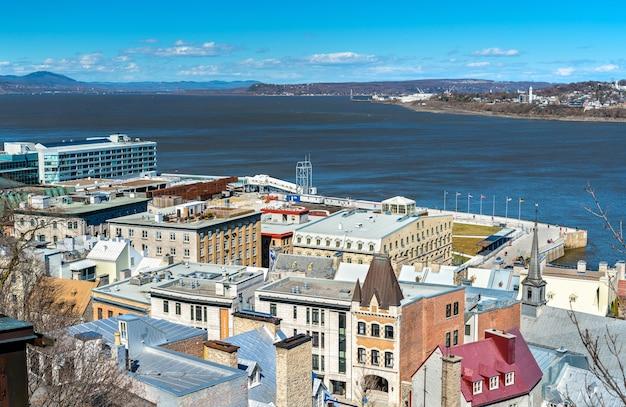 Stadtbild von quebec city mit st. lawrence river - kanada
