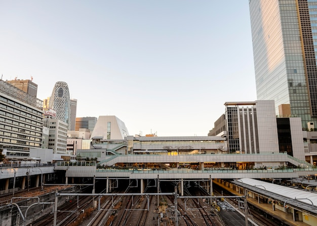 Stadtlandschaft japan schienen