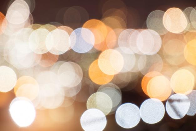 Stadtnacht mit bokeh-lichtern