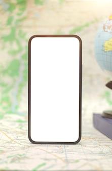 Stadtplan mit modernem handymodellbildschirm, navigationskonzept mit kopienraumfoto