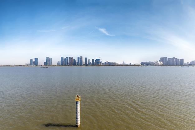 Stadtskyline in hangzhou, china