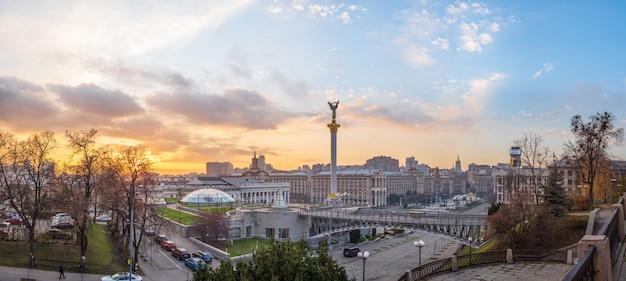 Stadtzentrum in der nähe des unabhängigkeitsplatzes und der chreschtschatyk-straße ukraine