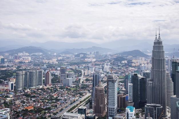 Stadtzentrum mit petronas zwillingstürmen, skyline von kuala lumpur