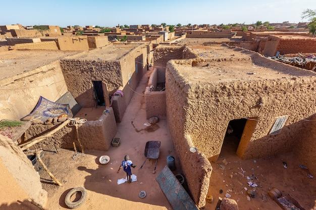 Stadtzentrumviertelansicht der traditionellen schlammafrikanischen architektur von oben
