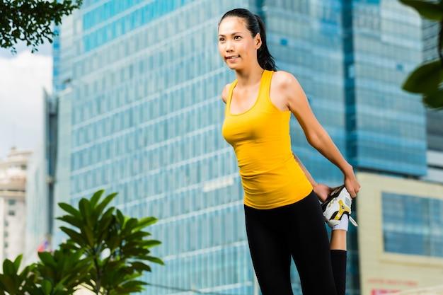 Städtischer frauensport - eignung in der asiatischen stadt