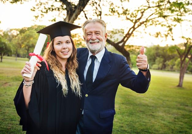 Staffelungs-feier-erfolgs-zertifikat-college-konzept