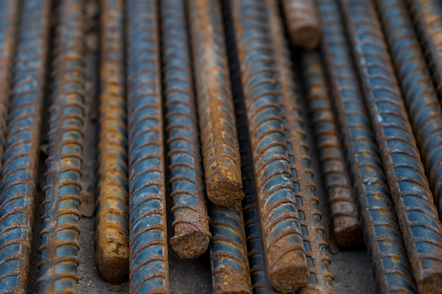 Stahl, stahlkonstruktion, konstruktionseisen für den bau, stapel aus geripptem stahl