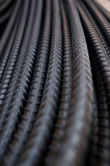 Stahlhintergrund, stahlkonstruktion, konstruktionseisen für gebäude, stapel gewellter stahl