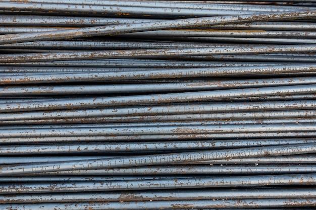 Stahlstange im freien mit naturrostbeschaffenheitshintergrund