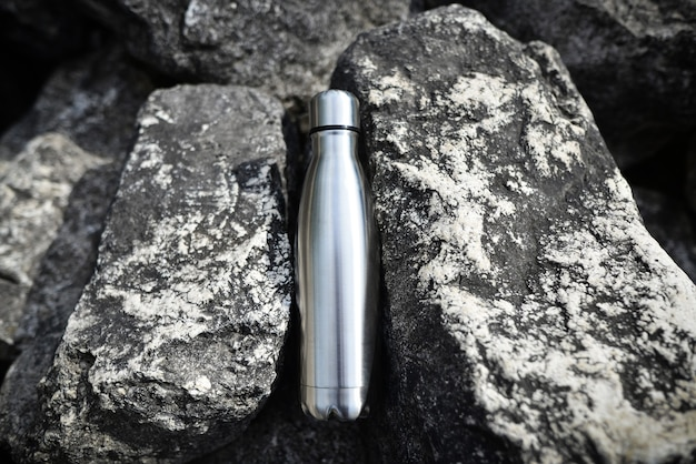 Stahlwasserflasche mitten in den felsen blanke doppelwandige edelstahl-trainingsflasche