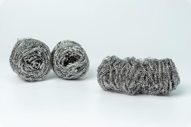 Stahlwolle, eisenwolle, drahtwolle, stahldraht oder drahtschwamm lokalisiert