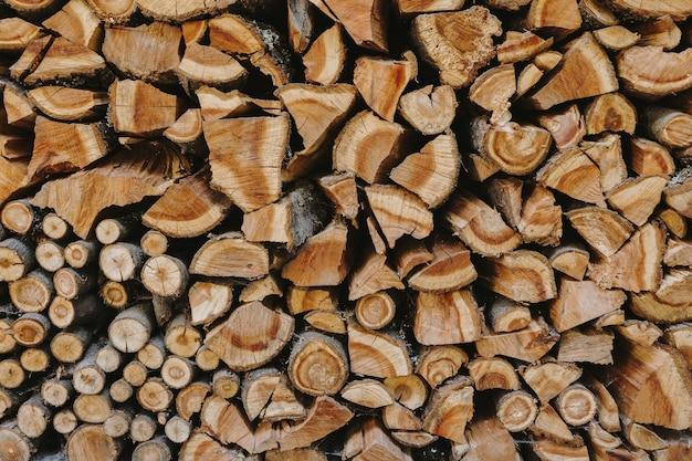 Stapel brennholzstrukturierter hintergrund