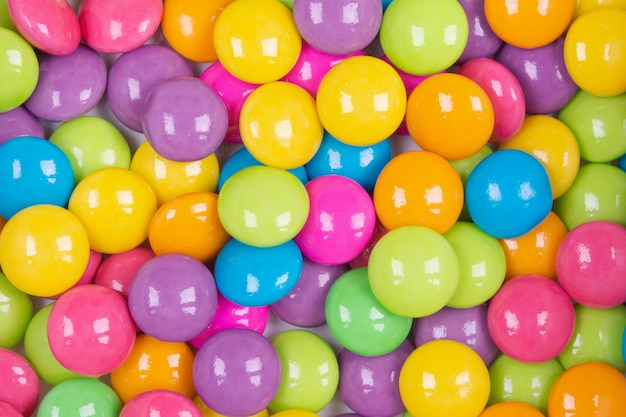 Stapel bunter süßigkeiten