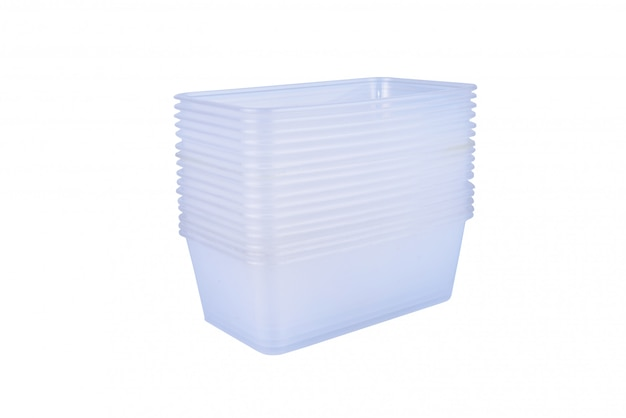 Stapel des plastiklebensmittelbehälters lokalisiert auf weiß