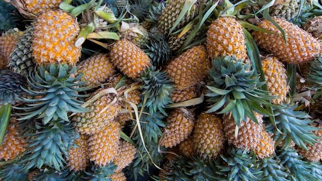 Stapel frischer ananas